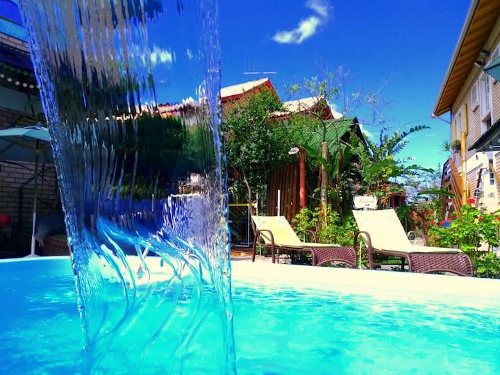 Suite com piscina pertinho da praia de Cachoeira