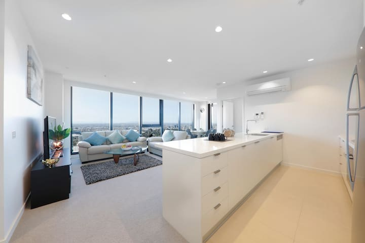 Panoramic Melbourne views in Exclusive Southbank!