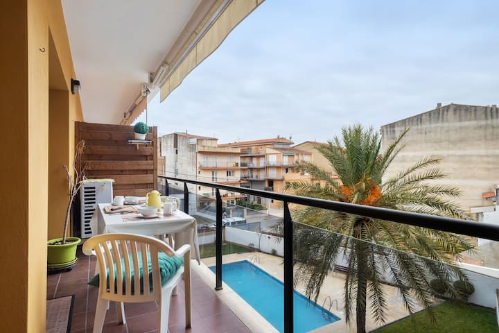 Apartment with pool close to the port of Estartit