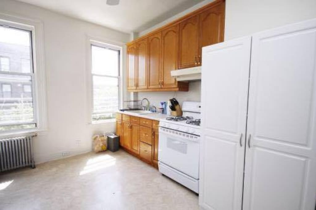 Cozy and small bedroom in astoria flats for rent in for Aki kitchen cabinets astoria ny