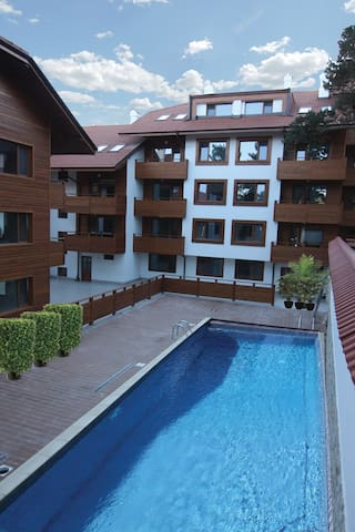 Luxury Apartment with outside pool and 2 balcony's - Velingrad - Apartment