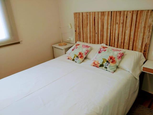 Habitación cama matrimonio.