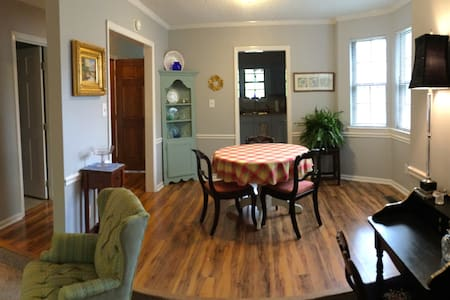 Chic Home close to NCSU & Centennial campus &  RDU - Raleigh - Townhouse