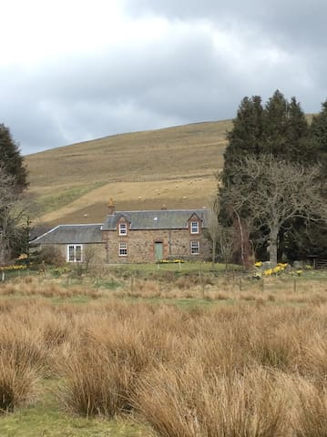 Terrific Farmhouse -  Cosy, Spacious & Private