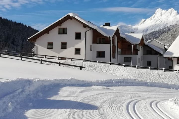 Amazing apartment with 8-10 beds, am Arlberg.
