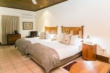 Deluxe 4 Sleeper Room (2 Double Beds) photo 6