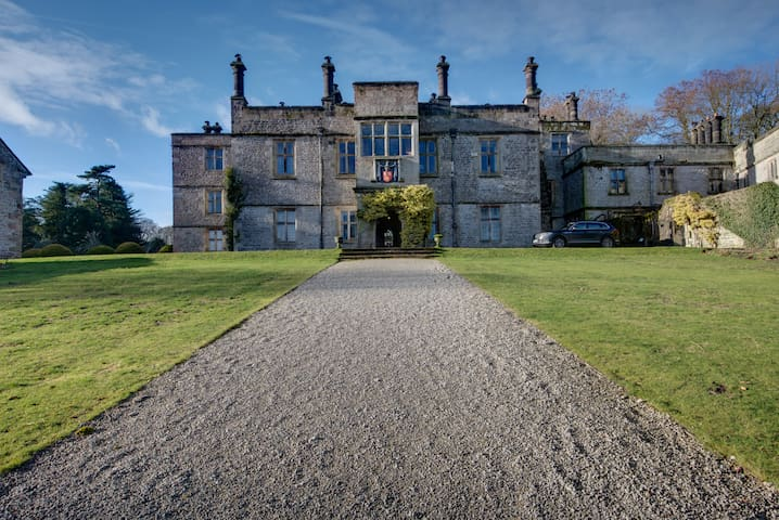 Butler's Retreat Tissington Hall Derbyshire
