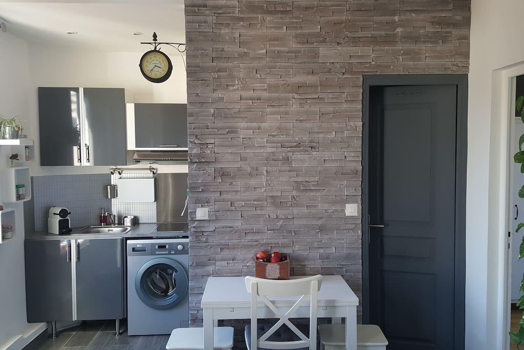 cuisine et salle de bain  / kitchen and bathroom