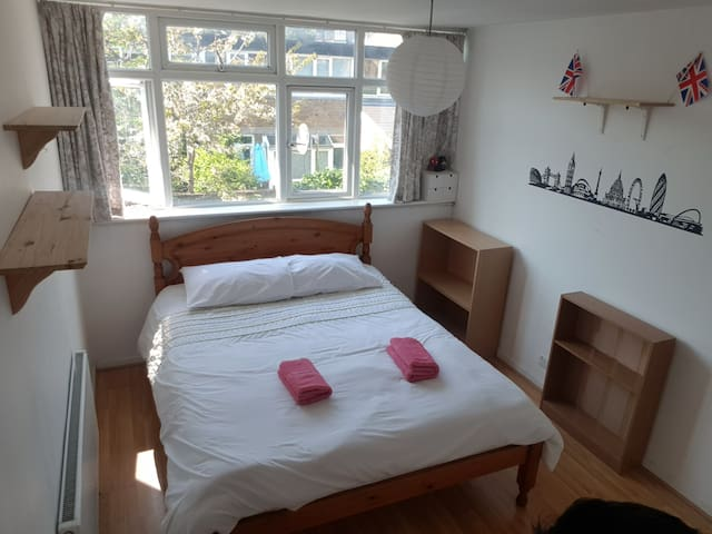 EXCELLENT BIG ROOM IN CENTRAL LONDON KING SIZE BED