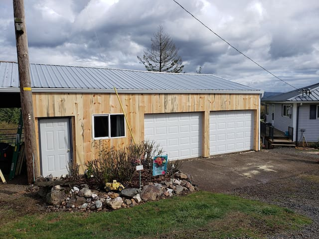Entire Studio -Country setting, quiet and private