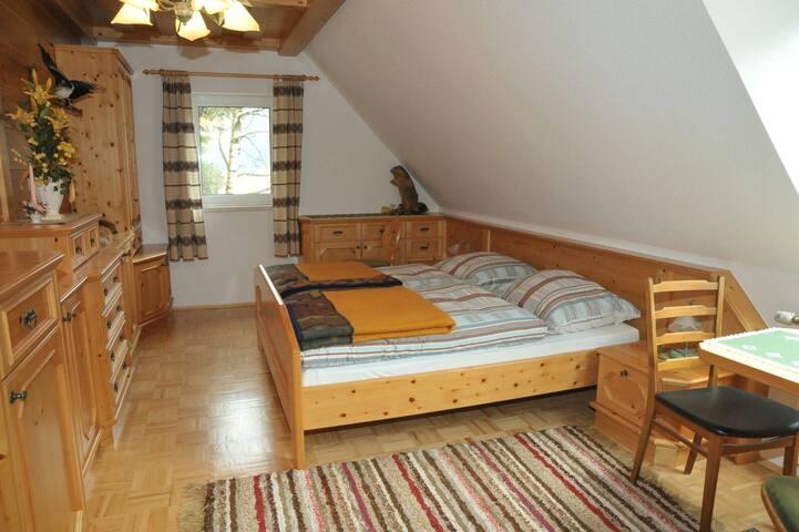Landgasthaus - Bretstein vor der Kirche - Bed & Breakfast