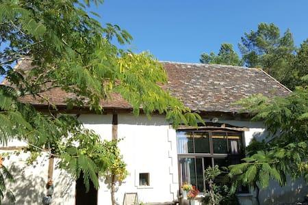 Chambre d hôte Levana  75 euros - Saint-Laurent-des-Hommes - Bed & Breakfast