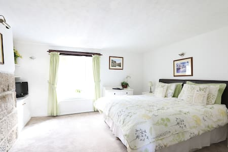 Just let us know if you would prefer The Nidderdale Suite set up as a double bed or twin beds.