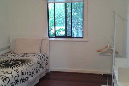 Single Room in Fremantle. Yoga, Surf & Sun - Fremantle