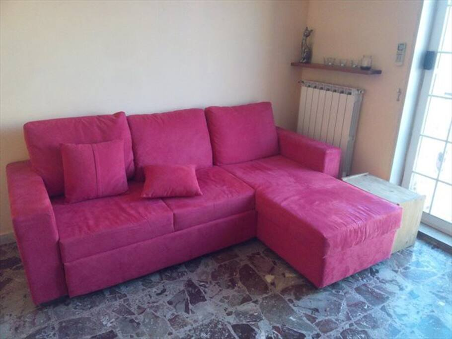 Corner sofa bed, always ready and very stable