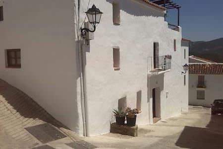 Village house nearby Malaga - Cartajima - 独立屋