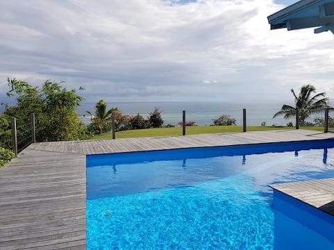 Bungalow de charme, piscine vue mer