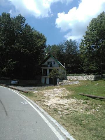 Pod Bukvom - Cetinje - Casa