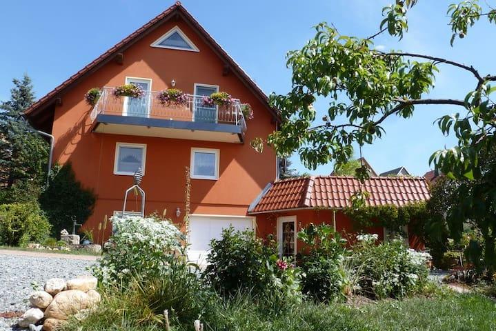Komfortable, ebenerdige Fewo /nahe Schloß Kochberg - Uhlstädt-Kirchhasel - อพาร์ทเมนท์