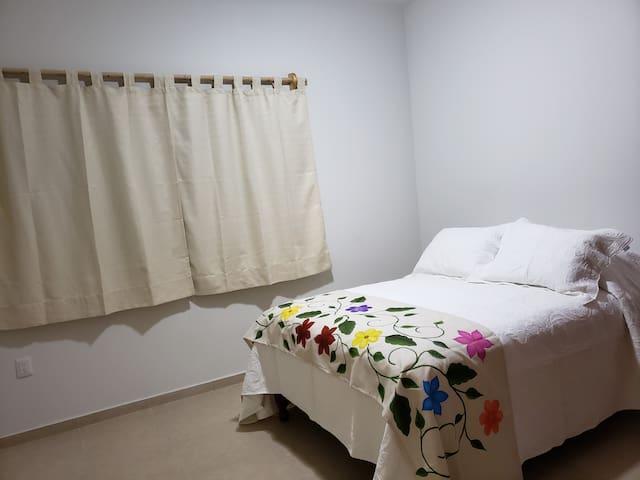 Recamara 1 con cama matrimonial y ventilador de techo