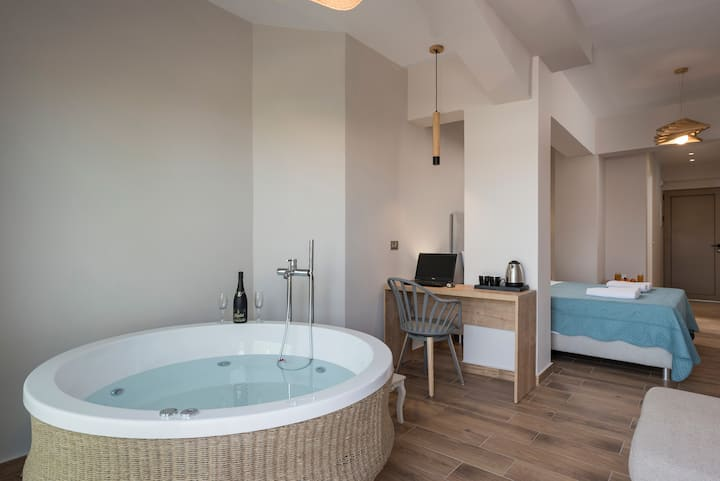 Aequor Luxury Room With Jacuzzi
