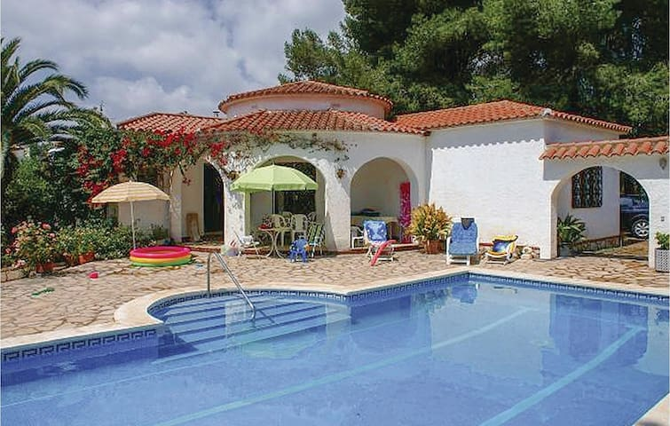 Holiday cottage with 3 bedrooms on 140 m² in Miami Platja