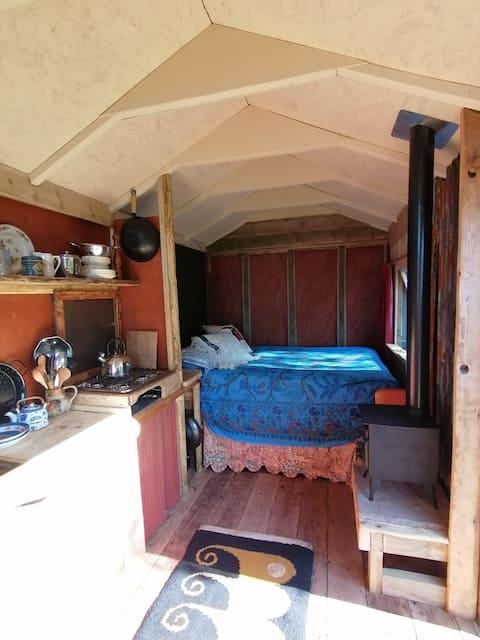 Charming, unique, off grid shepherds hut.