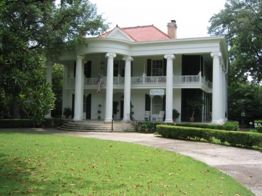 Belle Oaks Inn exterior