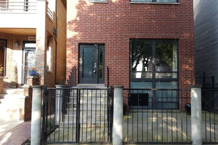 Modern Chicago Apt 2 just mins to downtown - Chicago - Daire