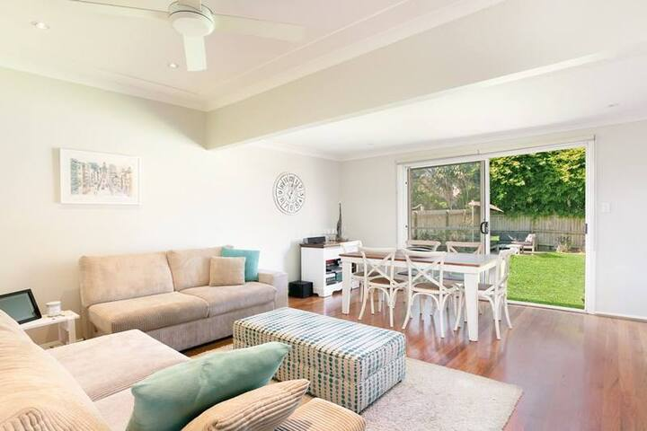 4 BR Beach House, North Curl Curl (near Manly) - North Curl Curl - Casa
