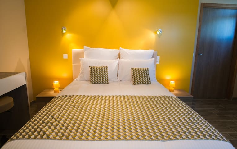 Chambre CITRINE   PMR    Bed and Beakfast