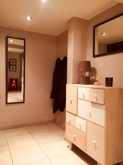 Chambre avec salle de bain priv e au c ur de nice for Salle de bain nice