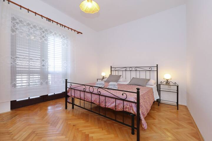 One bedroom Apartment, beachfront in Mrljane