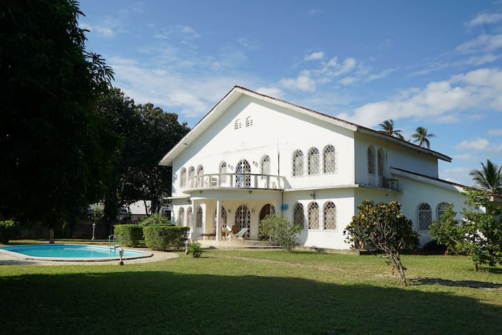 Villa Heidi at Beachfront Chukwani