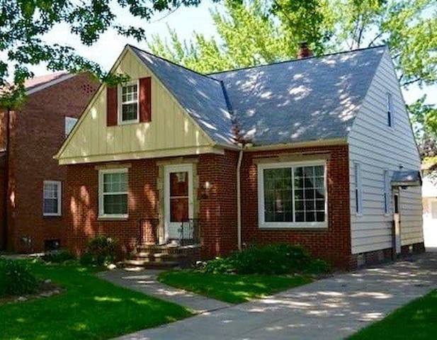 Perfect House for the RNC 20 MIN from City Center - Euclid