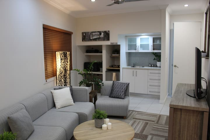 Bay Bliss: Waterfront Private Self-Contained Unit