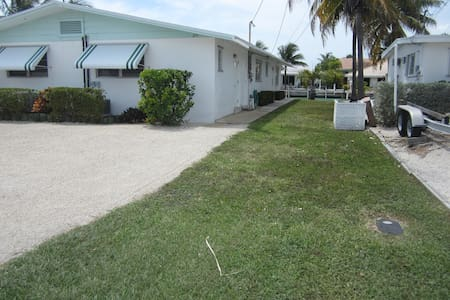 Neat and Clean 1/2 duplex on Canal.  January Open! - Key Colony Beach - Casa