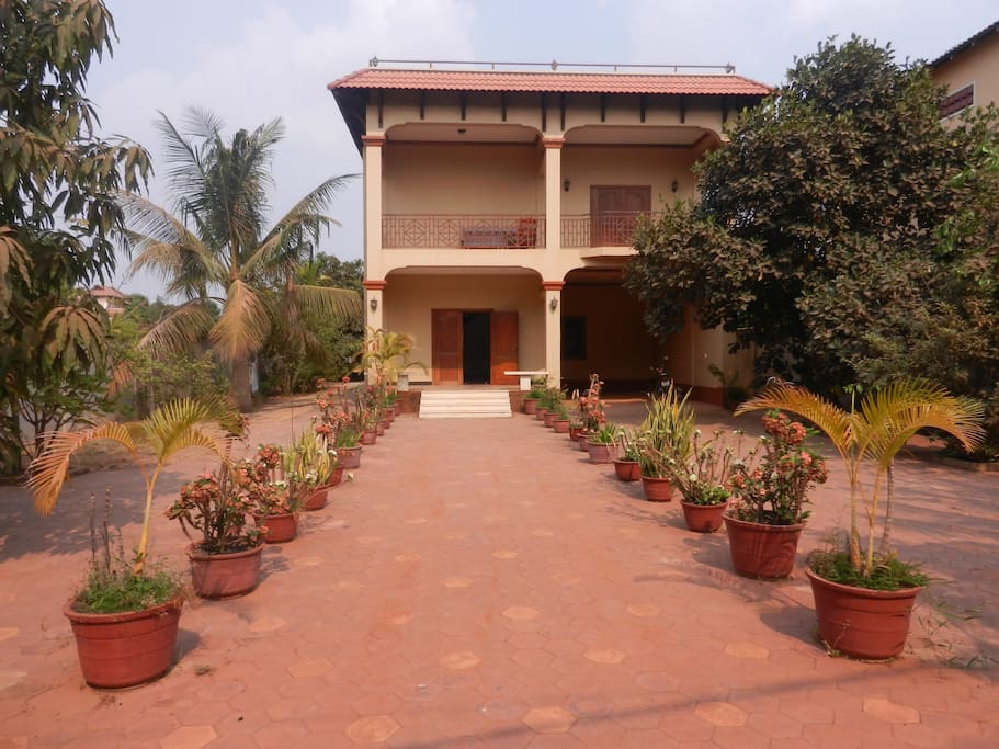Front view of villa from road