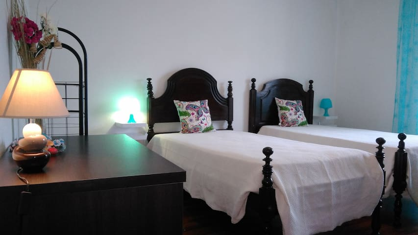 city room near the see - Ponta Delgada - Huis