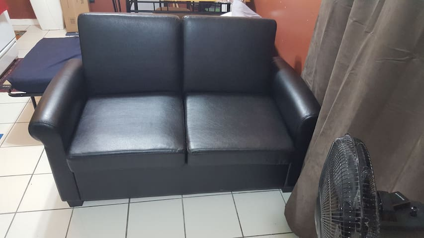 Clean, safe SOFA BED☆GREAT FOR TOURIST☆LGA AIRPORT