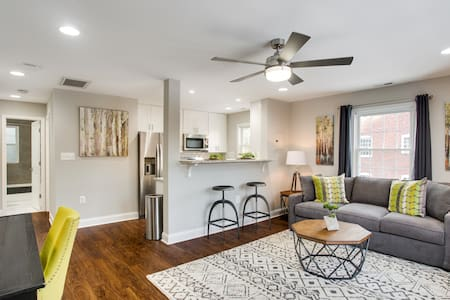 Newly Renovated 1BR Condo Sleeps 4 - Unit 4