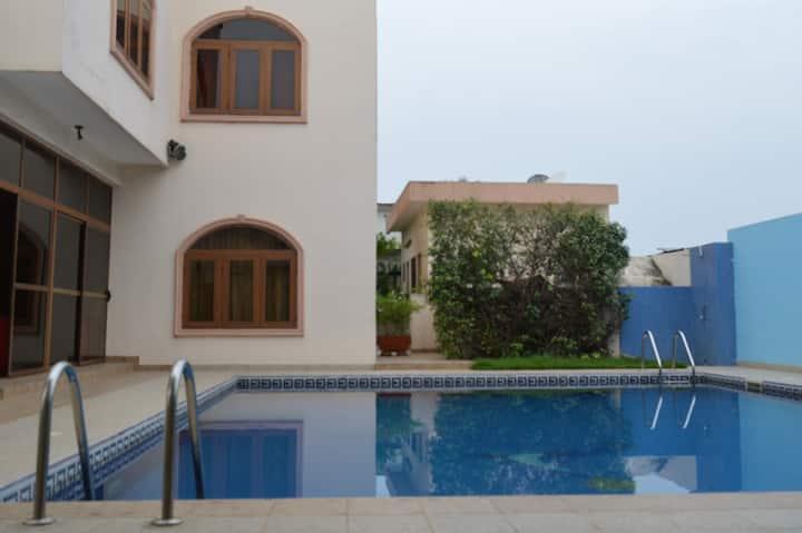 Chambres dans Villa avec piscine à Bar-Tito