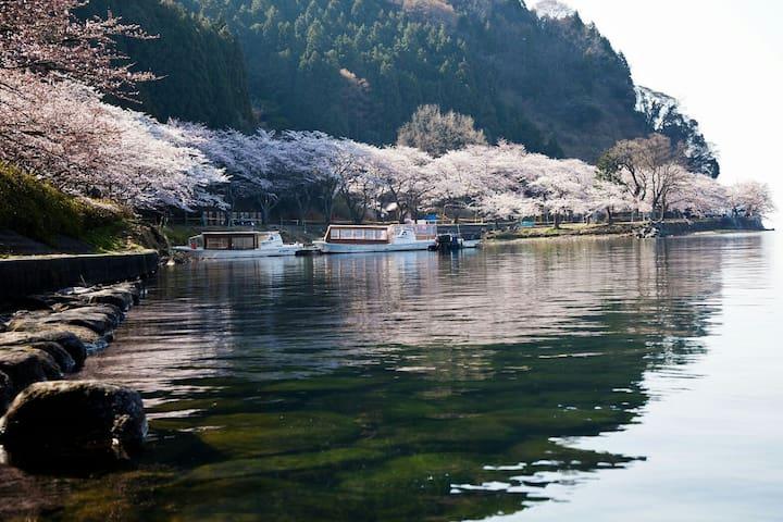 京都の隣町、綺麗な湖沿いの家 - Otsu - Dom