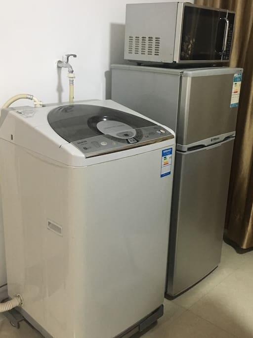 冰箱、洗衣机、微波炉