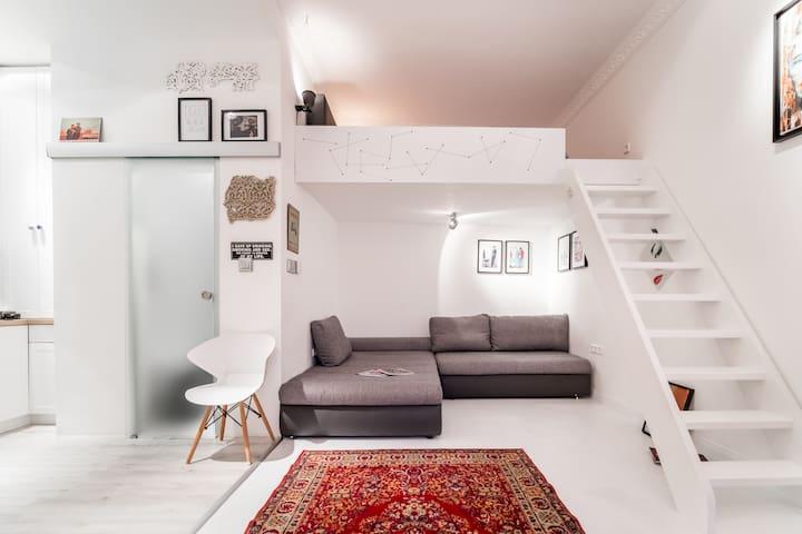 Designer Studio in the Center of Buda Side
