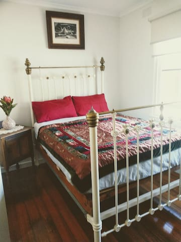 Bright Sunny Room, close to cafes, bars transport