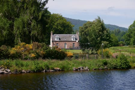 Unique Waterfront Farmhouse by Loch Ness