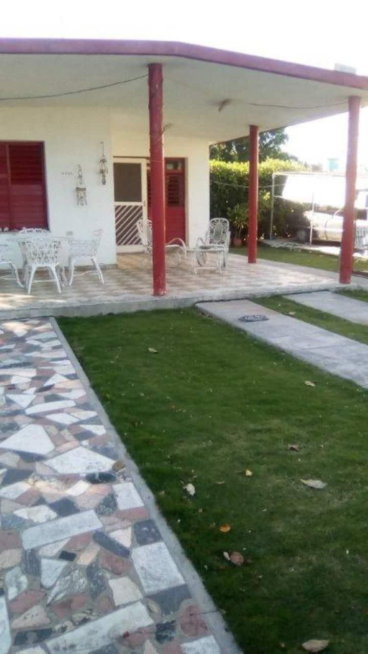 Casa Angel y Pilar Guanabo Cuba