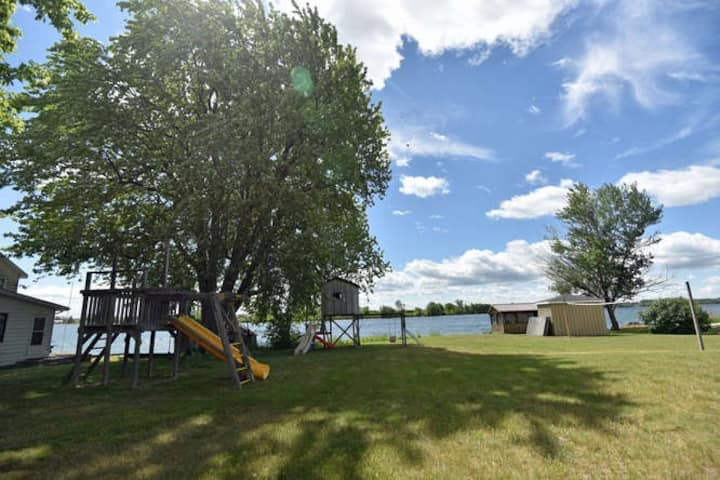 Secluded 1000 Islands waterfront accommodation