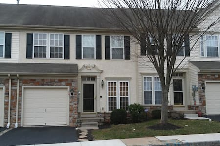 Large master bedroom w/pvt. bath in desirable area - Pottstown - Townhouse